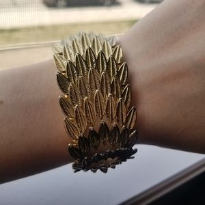Jewelry - 📦FREE SHIPPING📦 Gold Stretchy Feather Cuff